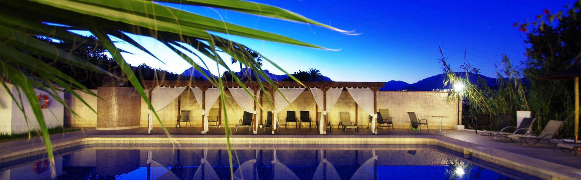 Hotel Tossal d'Altea - Edit_Pool.jpg