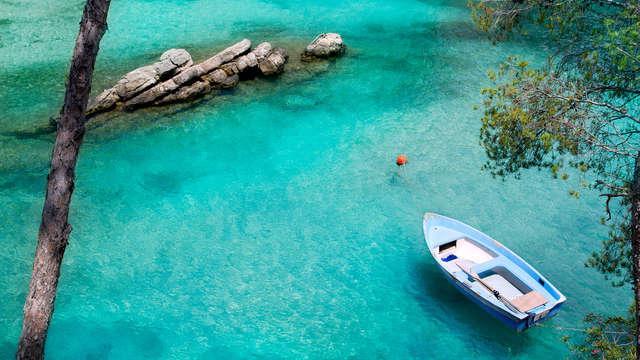 Escapada sabores mediterráneos: Junior Suite y media pensión al lado de la playa en Mallorca