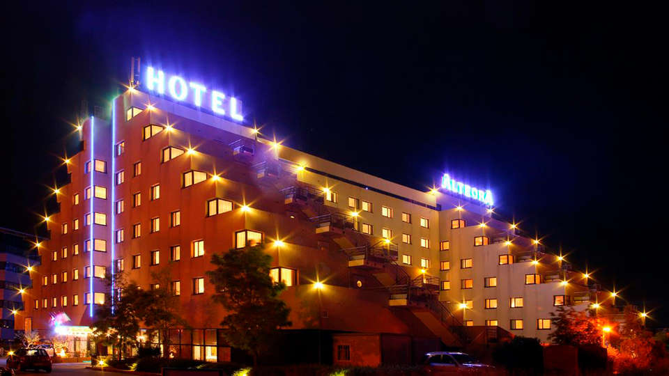 Hotel The Originals Alteora Poitiers Site du Futuroscope (ex Inter-Hotel) - edit_front2.jpg