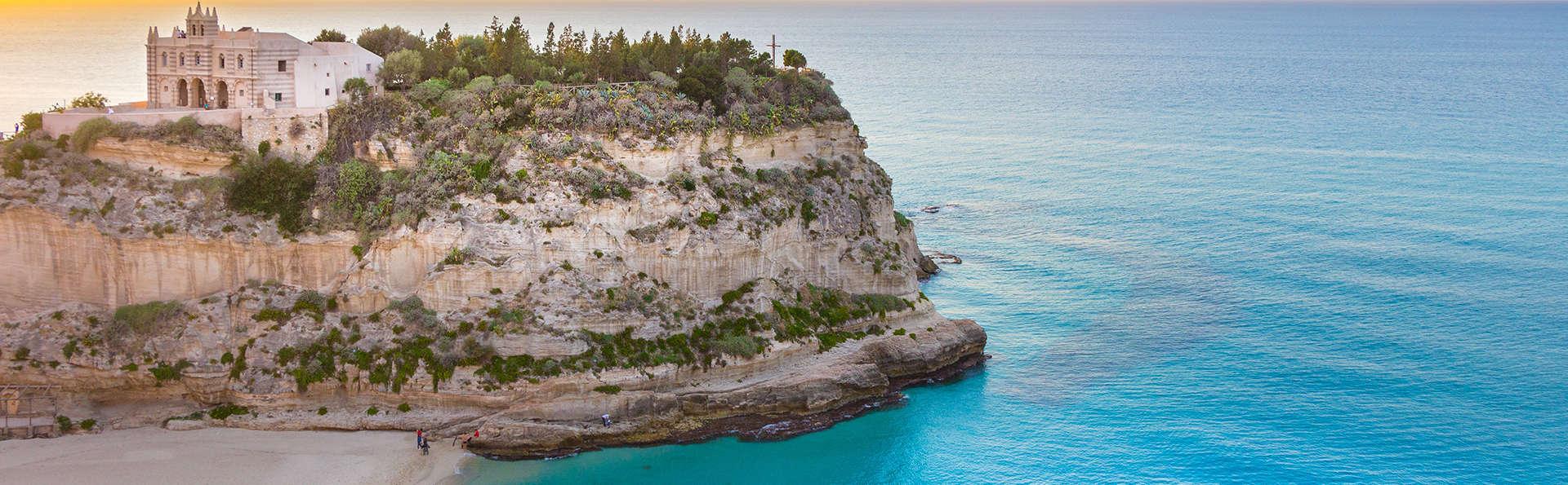 Una semana a un paso de la costa de Tropea con pensión completa (7 noches)