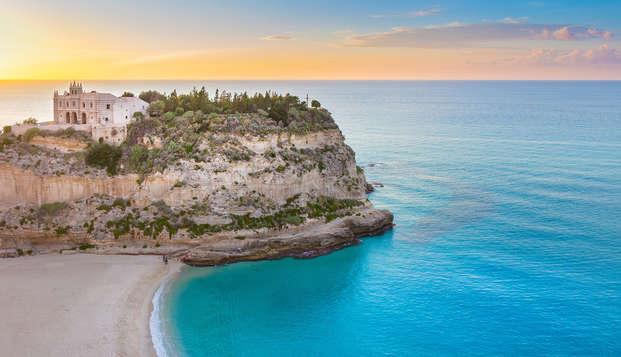 Réservez avant et économisez : À deux pas de la mer de Tropea en pension complète (7 nuits)