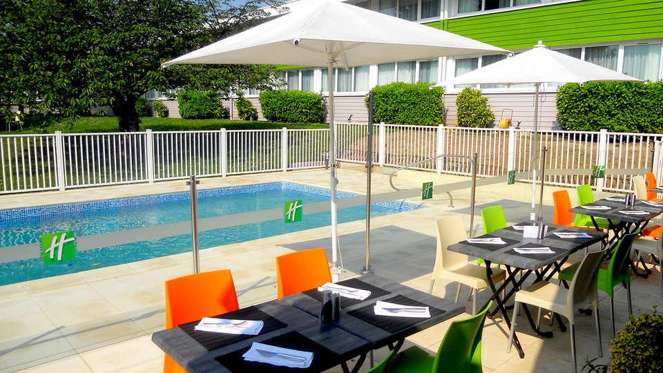 Holiday Inn Lille Ouest Englos - EDIT_terracepool.jpg