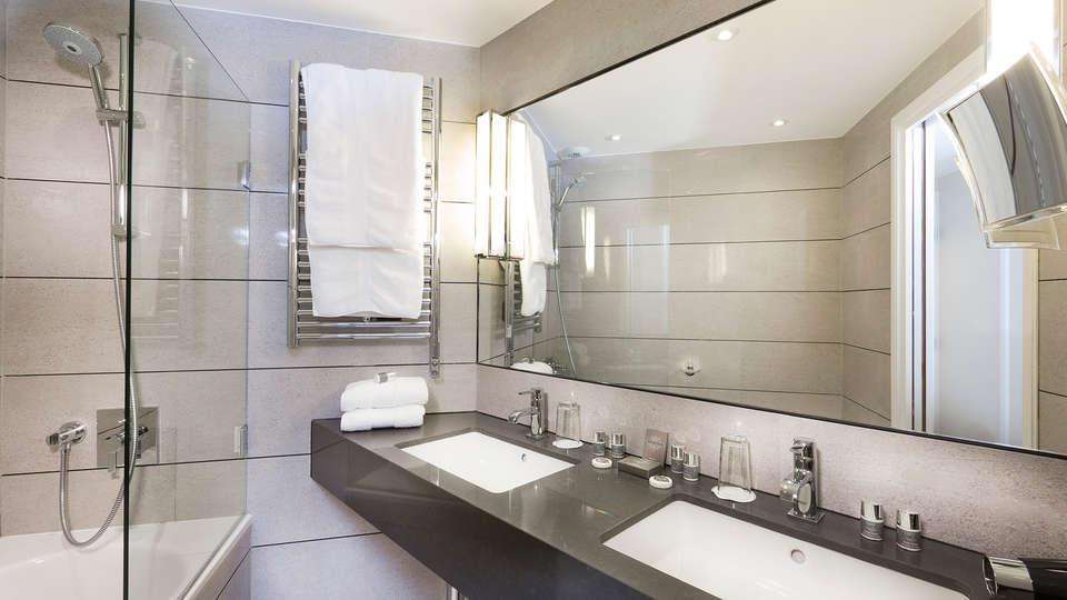Hôtel Balmoral Champs-Elysées - EDIT_bath2.jpg