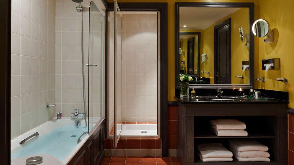 Hôtel Barrière Le Royal Deauville - EDIT_deluxebath.jpg