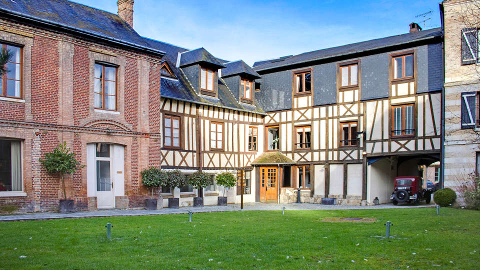 Hôtel La Licorne & Spa - EDIT_front1.jpg