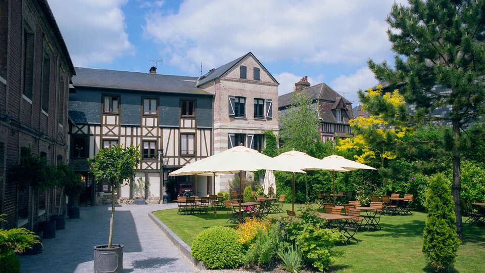 Hôtel La Licorne & Spa - EDIT_garden.jpg