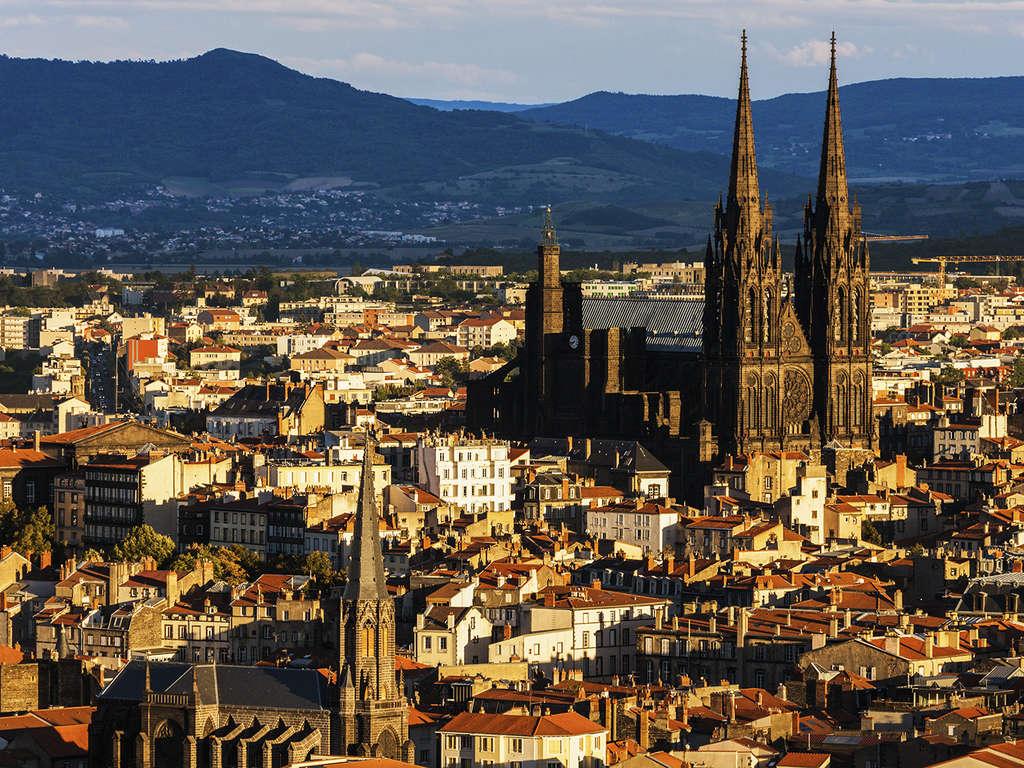 Séjour France - Week-end citadin en studio (Capacité 2 personnes maximum) à Clermont-Ferrand  - 3*