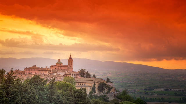 Charme, lusso e degustazione di vino nel borgo di Trevi