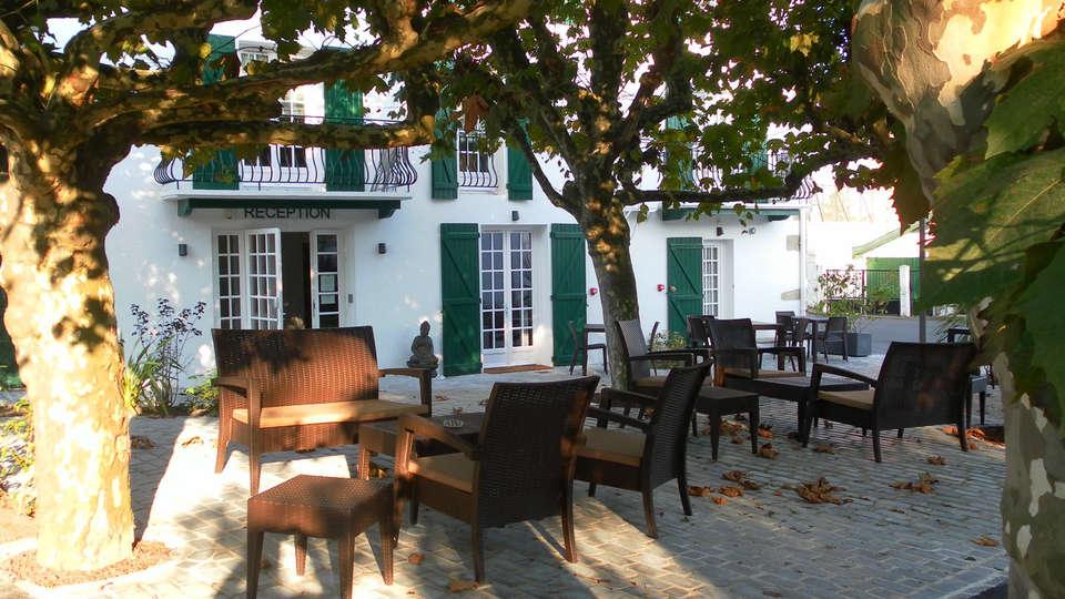 Hôtel-Résidence Alaia - edit_terrace.jpg