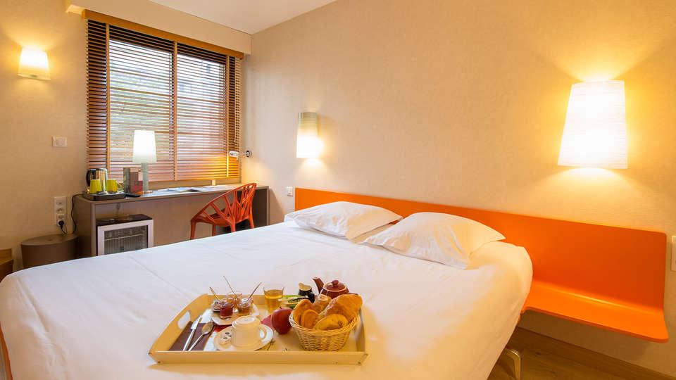 Hôtel des Lices - EDIT_room1.jpg