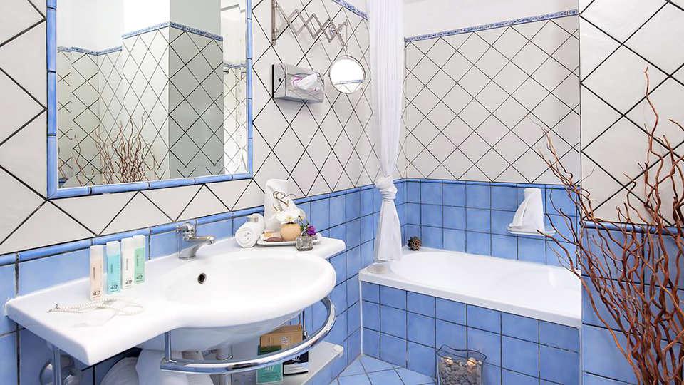Hotel Pasitea - Edit_bathroom.jpg