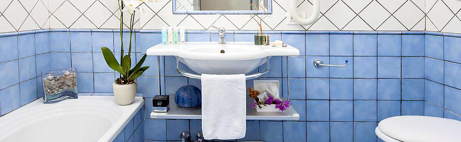 Hotel Pasitea - Edit_Bathroom2.jpg