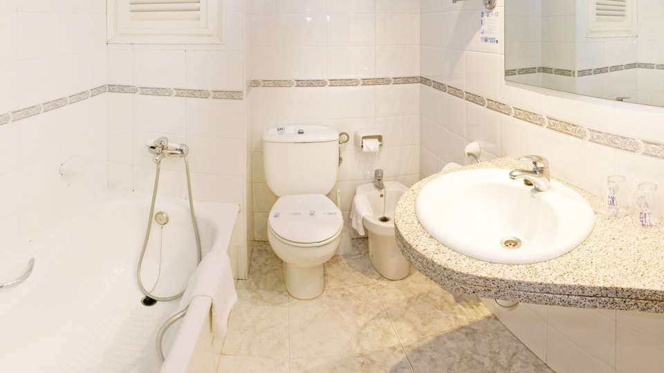 Hotel GHT Costa Brava & Spa - EDIT_bath1.jpg