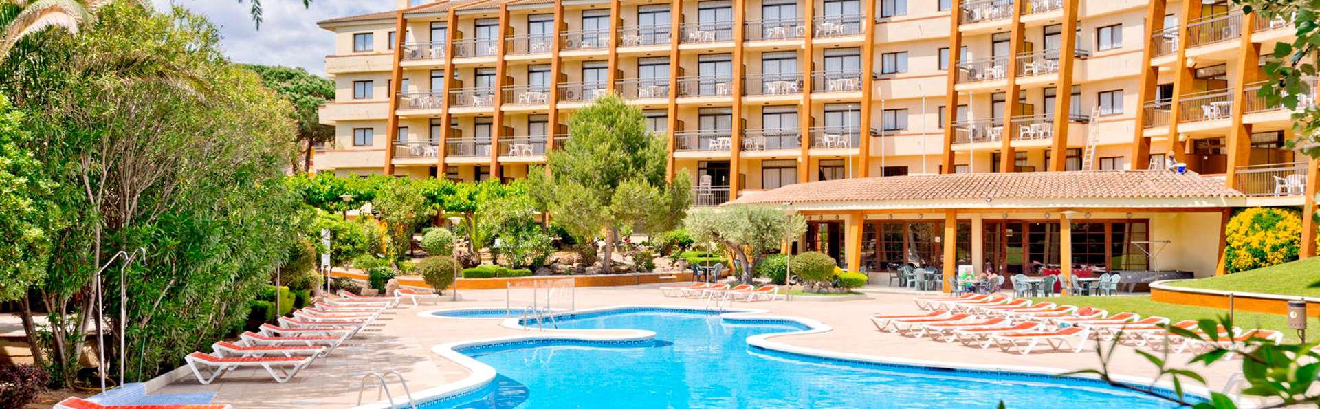 Apart-Hotel GHT Tossa Park - Edit_Pool3.jpg