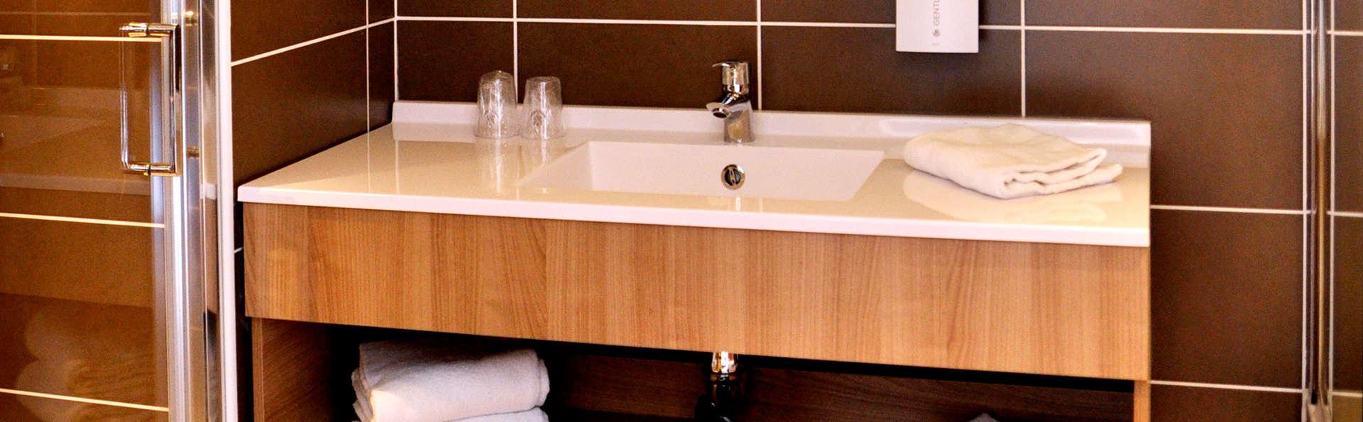 Golden Tulip La Baule Suites - Edit_Bathroom.jpg