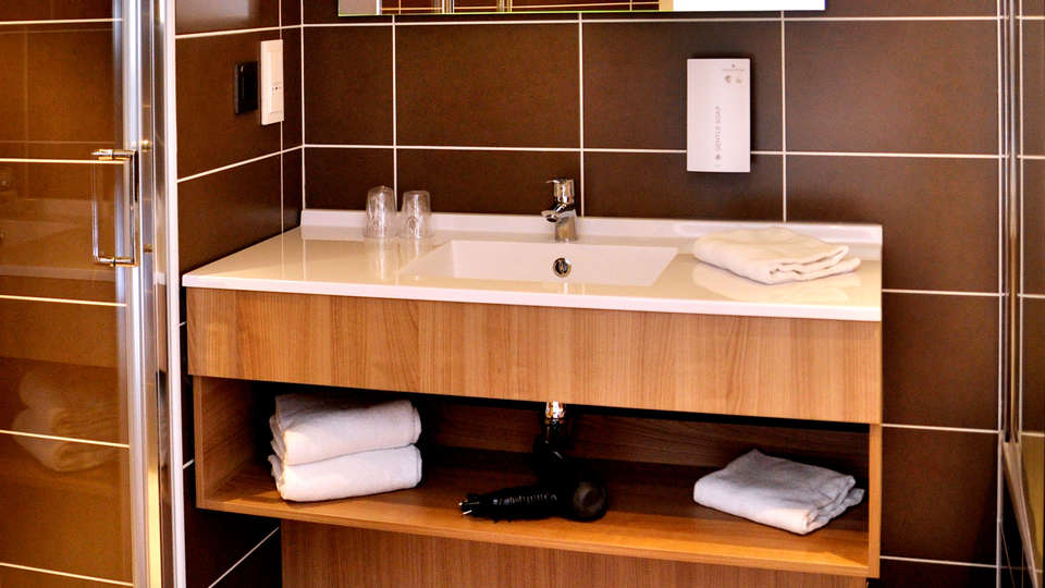 Golden Tulip La Baule Suites - Edit_Bathroom.jpg