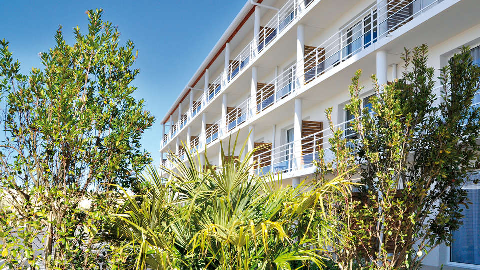 Golden Tulip La Baule Suites - Edit_Front3.jpg