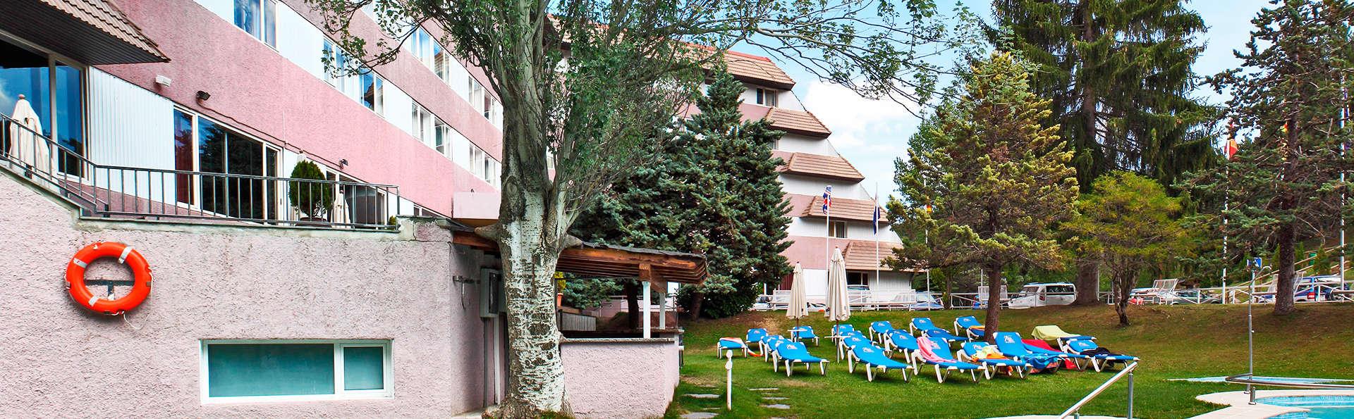 Alp Hotel Masella - EDIT_pool.jpg