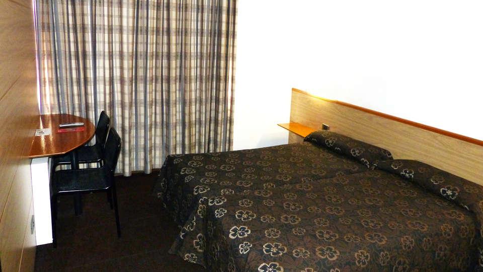 Alp Hotel Masella - EDIT_room.jpg