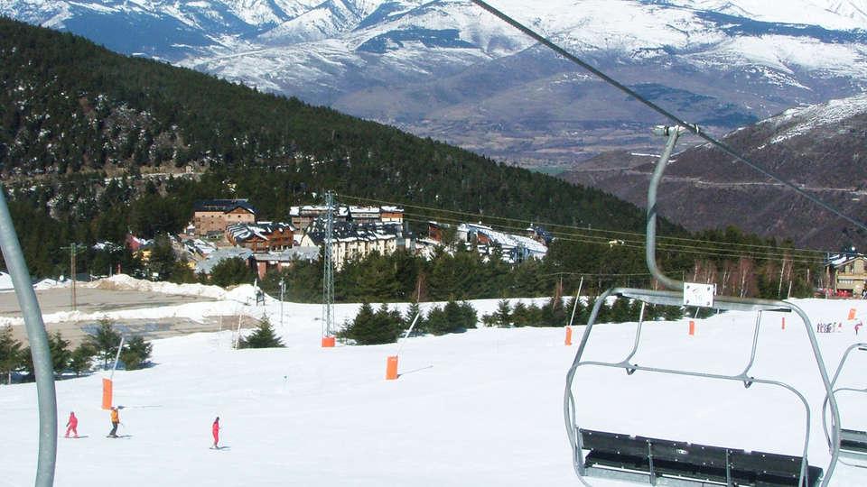 Alp Hotel Masella - EDIT_ski.jpg