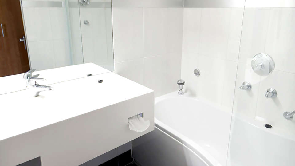 Hotel de Korenbeurs, Sure Hotel Collection - Edit_Bathroom.jpg