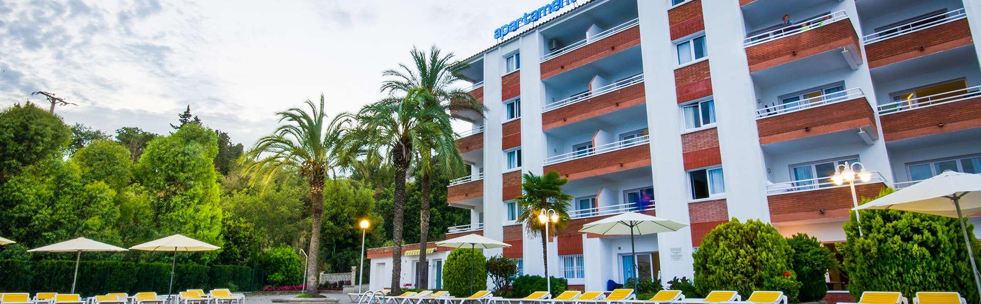 Apartamentos Els Llorers - EDIT_frontpool.jpg