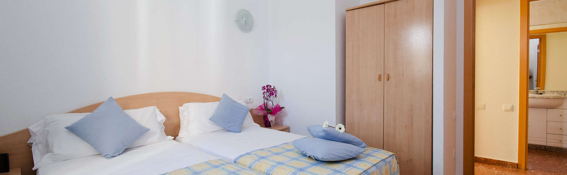 Apartamentos Els Llorers - EDIT_room2.jpg