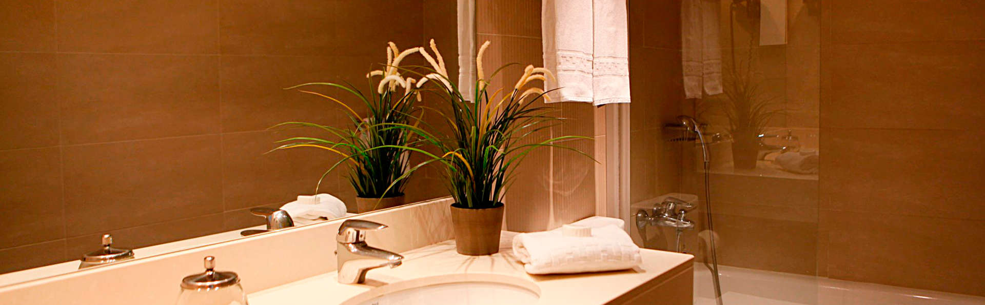 Apartamentos las Acacias - EDIT_bath.jpg