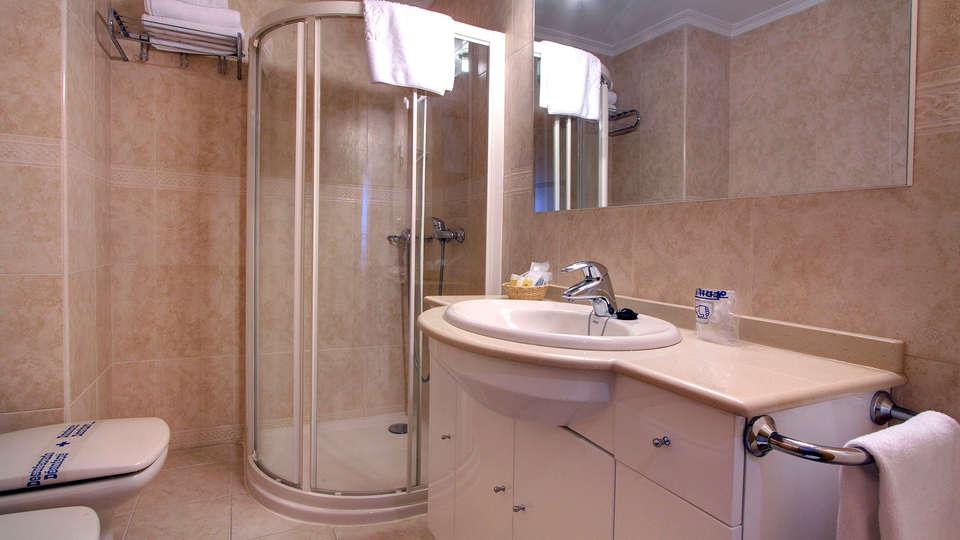 Apartamentos Mediterráneo Real - EDIT_bath.jpg