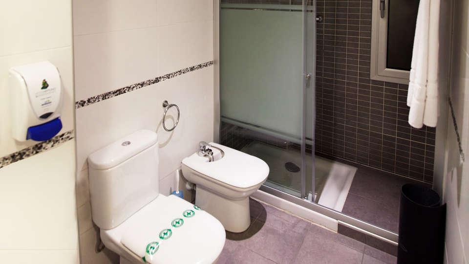 Apartamentos Neptuno - EDIT_bath1.jpg