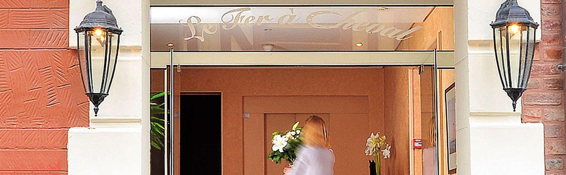 Hôtel Le Fer à Cheval - Edit_Entrance.jpg