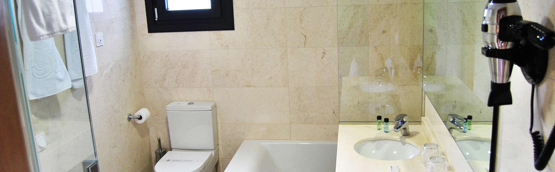 Apartamentos Turísticos Al Sur - EDIT_bath.jpg