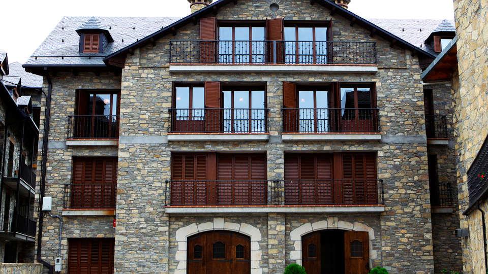 Villa de Plan Apartments&Suites - EDIT_front.jpg