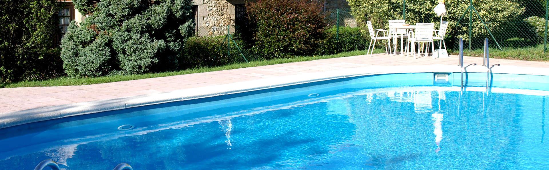 Hotel Siglo XVIII - Edit_Pool.jpg