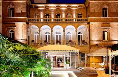 Sorprendi la tua dolce meta' con un soggiorno romantico a Rimini!