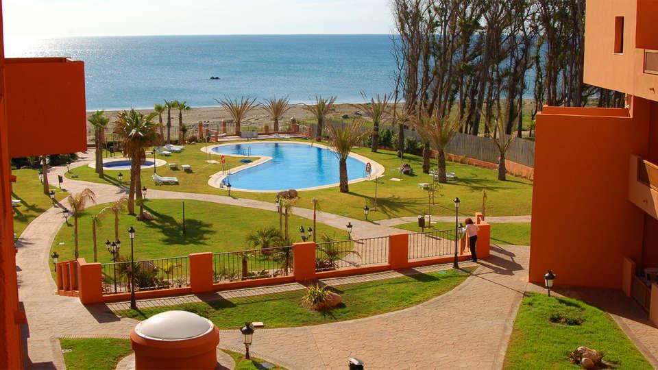 Apartamentos Turísticos Don Juan - EDIT_Garden1.jpg