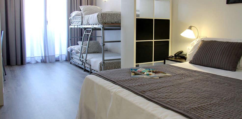 Aparthotel atenea calabria 3 barcellona spagna for Aparthotel barcellona