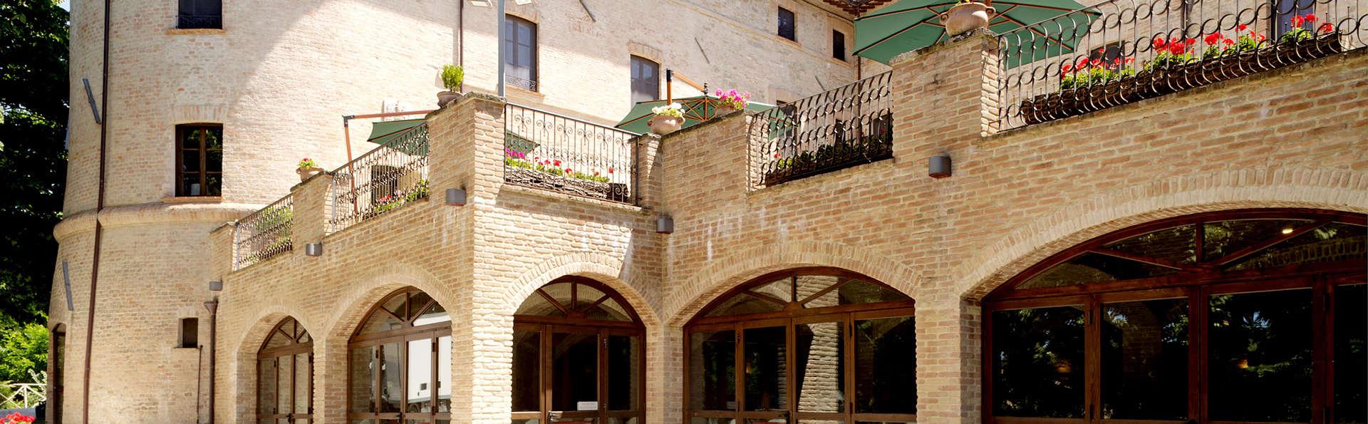 Castello di Baccaresca - Edit_Front2.jpg