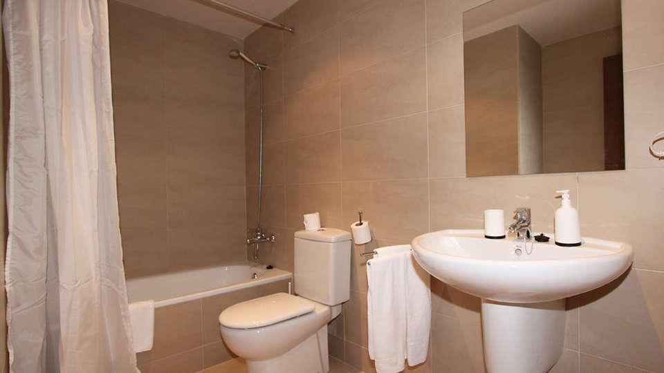 Apartamentos La Masella 1600 - EDIT_bath.jpg