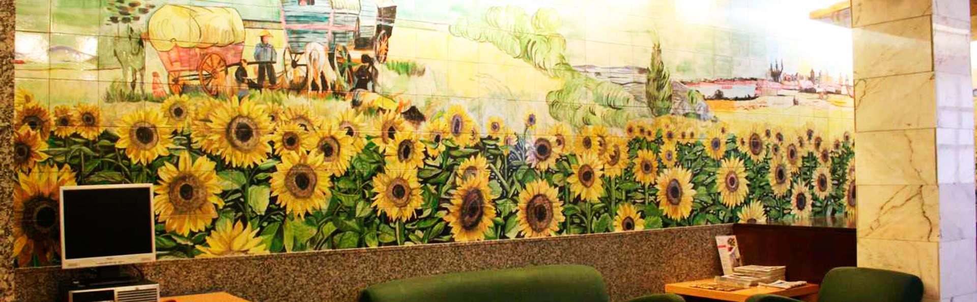 Apartahotel Los Girasoles - EDIT_lobby.jpg
