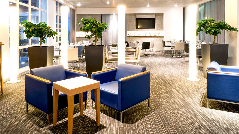 Novotel Lille Centre Grand Place - Edit_Lounge.jpg