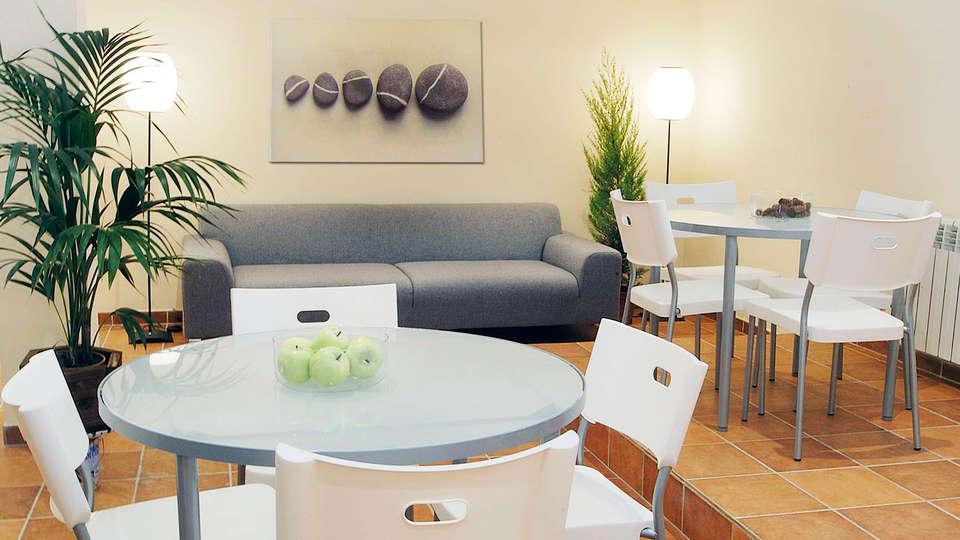 Aparthotel Nou Vielha - EDIT_salon.jpg