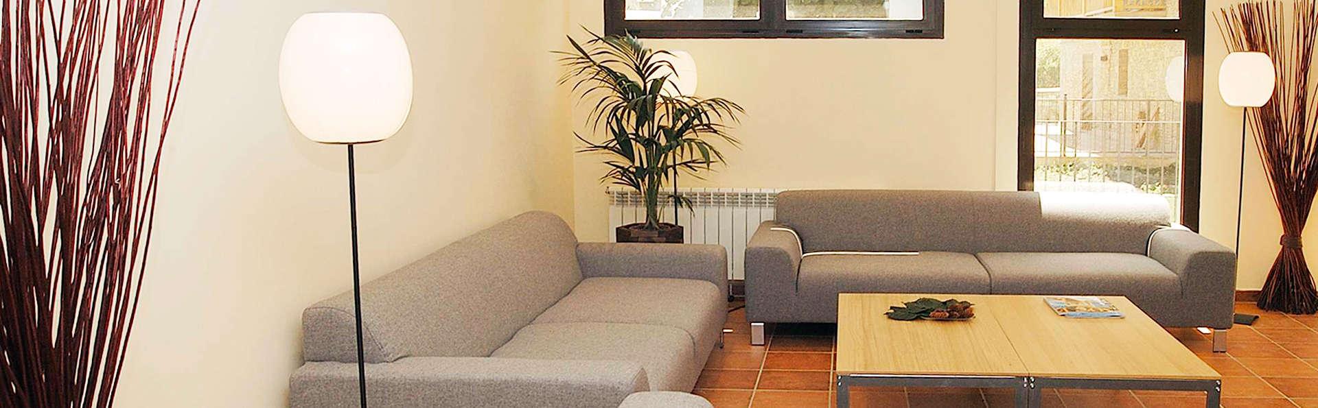 Aparthotel Nou Vielha - EDIT_salon1.jpg