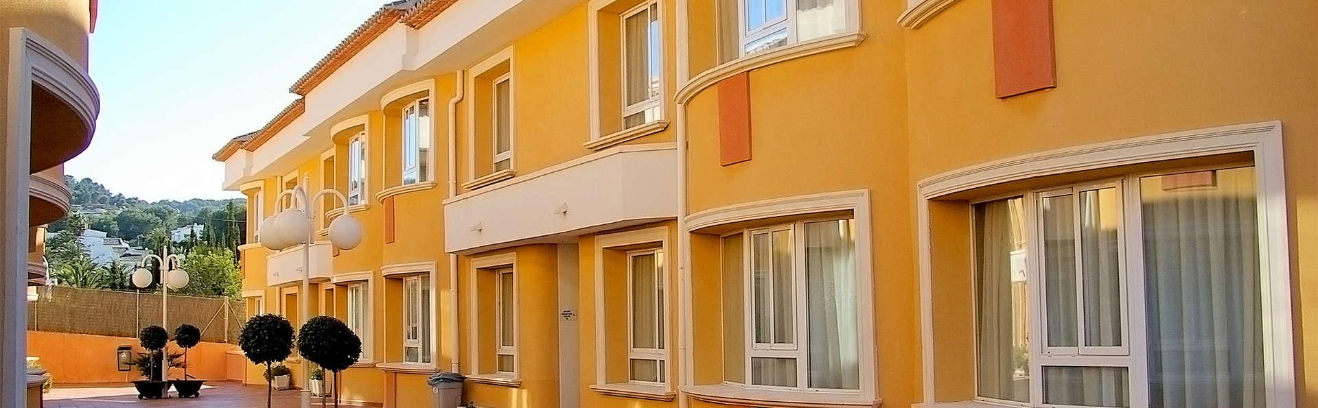 Aparthotel Pinosol - EDIT_Exterior.jpg