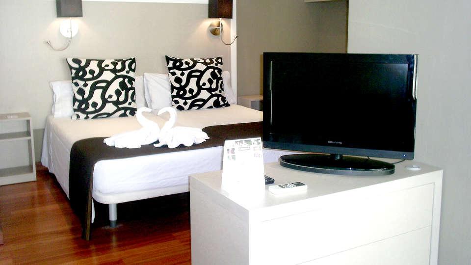 Aparthotel Senator Barcelona - Edit_Room3.jpg