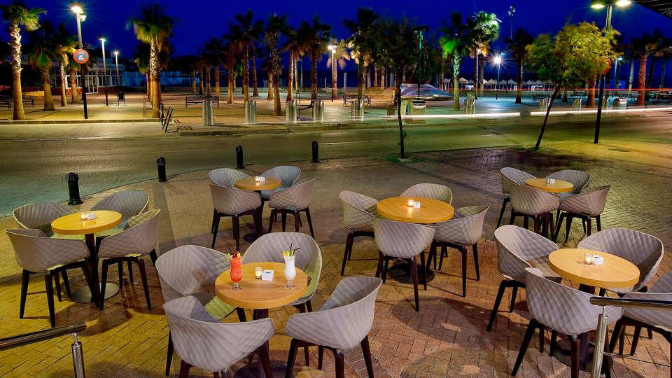 Hotel El Puerto by Pierre and Vacances - EDIT_NEW_terrace.jpg