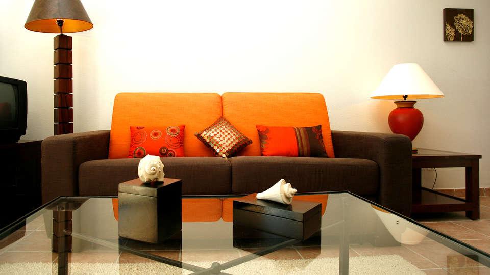 Aparthotel Villages Golf Panorámica Resort - Edit_Lounge2.jpg