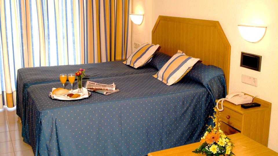 AR Roca Esmeralda & Spa - EDIT_Room2.jpg