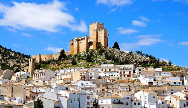 Escapada Romántica en Almería: cava, brocheta de frutas y desayuno en la habitación