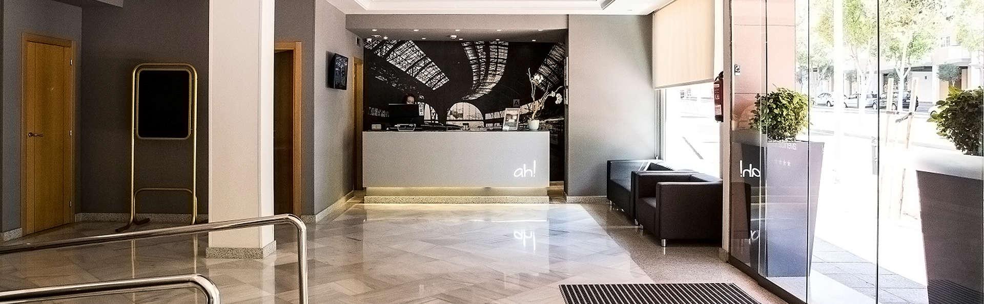 Avenida Hotel Almería - EDIT_Reception.jpg